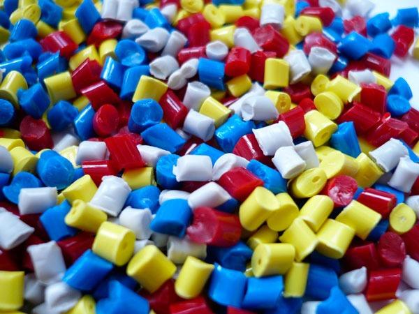 Cómo moldear el plástico